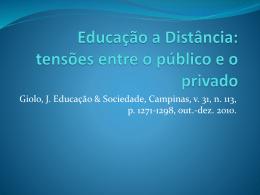 Educação a Distância: tensões entre o público e
