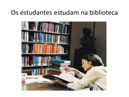 Os estudantes estudam na biblioteca